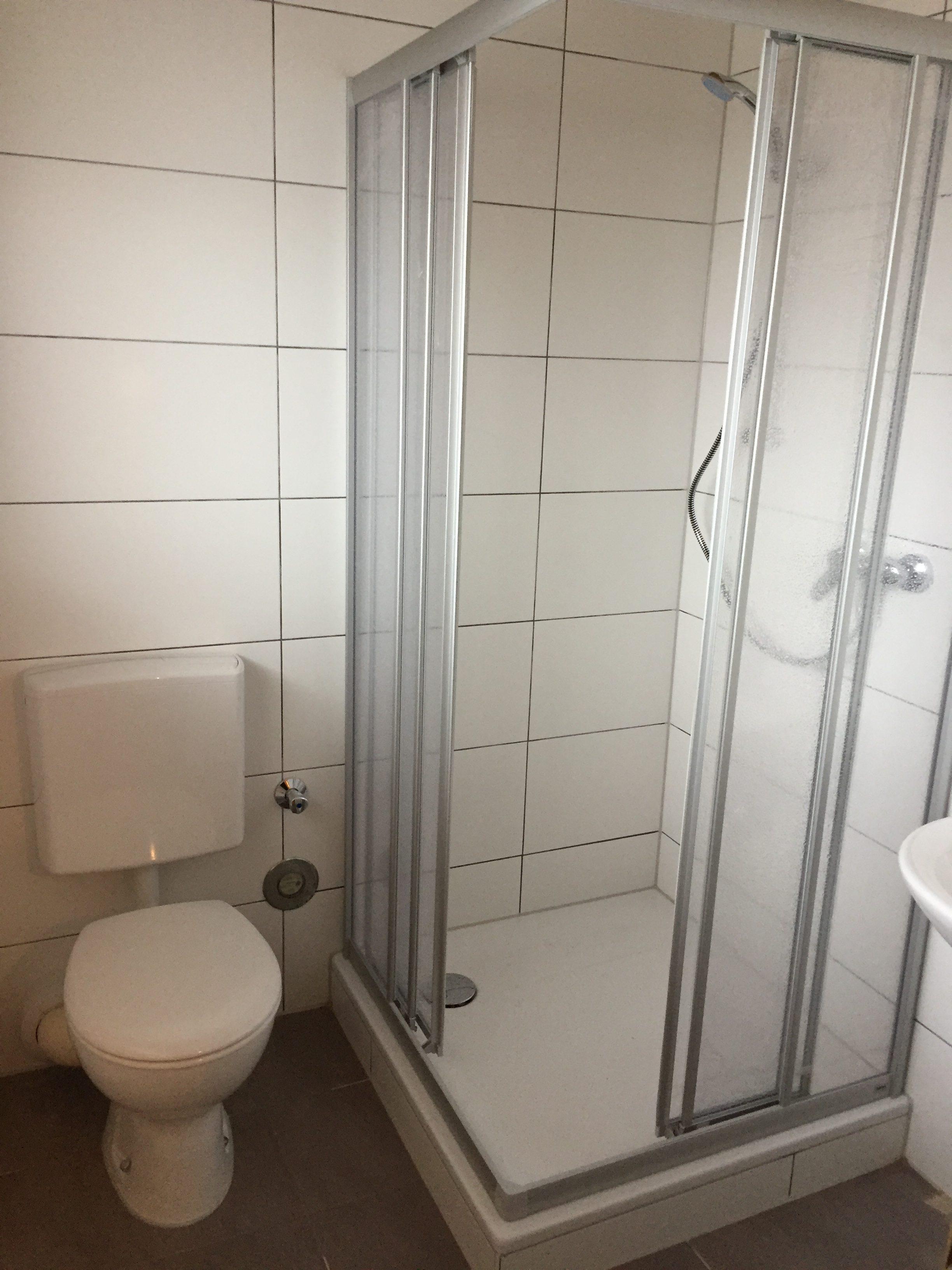 badrenovierung kleines bad badideen modern badrenovierung kleines bad ganz gross x. Black Bedroom Furniture Sets. Home Design Ideas